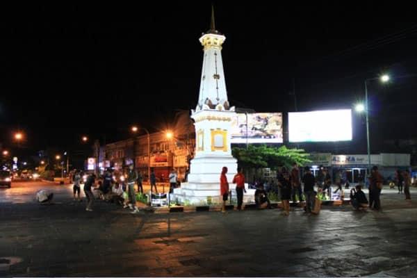 tugu-jogja-di-malam-hari Tugu Jogja Salah Satu Keistimewaan Yang Dimiliki Kota Yogyakarta