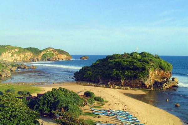 pantai drini gunungkidul 600x400 - Paket Wisata Tour Jogja 2 Orang Murah