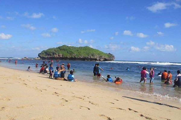 pantai-drini-yogyakarta Pantai Drini: Pantai Pasir Putih Yang Mempesona di Jogja