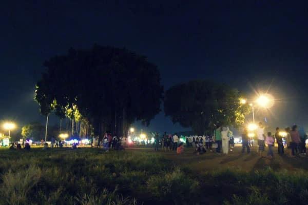 alun-alun-kidul-malam-hari Pesona Malam di Alun-alun Kidul Jogja yang Tak Terlupakan