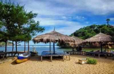 gazebbo pantai drini 400x260 - Paket Wisata Jogja 3 Hari 2 Malam Dari Bandung