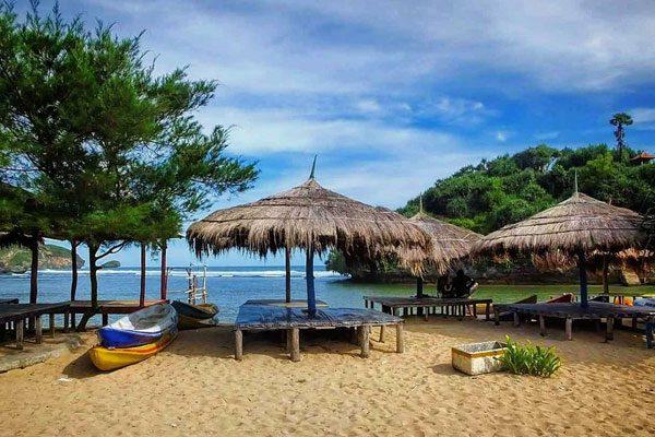 gazebbo-pantai-drini Pantai Drini: Pantai Pasir Putih Yang Mempesona di Jogja