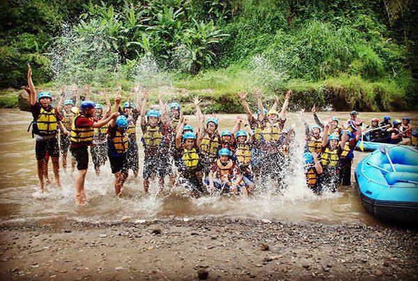 Serunya Rafting Sungai Elo