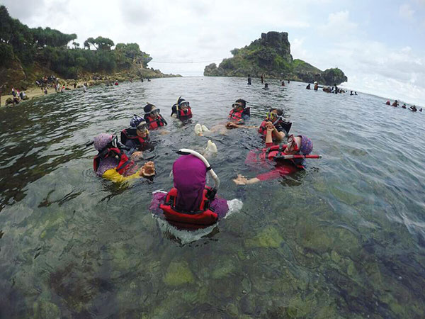 wisata-pantai-nglambor Pantai Nglambor - Snorkeling Melihat Taman Laut