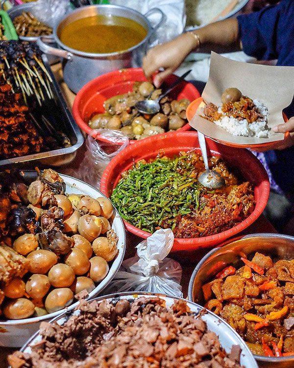 gudeg-mercon-bu-tinah Rekomendasi Gudeg Paling Enak dan Terkenal di Jogja