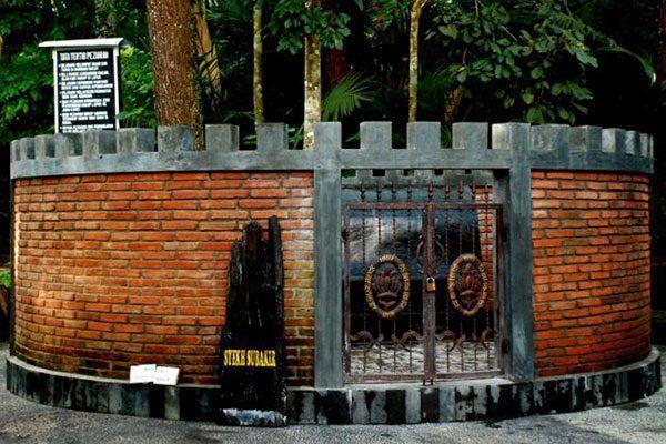 makam-syekh-subakir Gunung Tidar Pakuning Tanah Jawa - Wisata Magelang